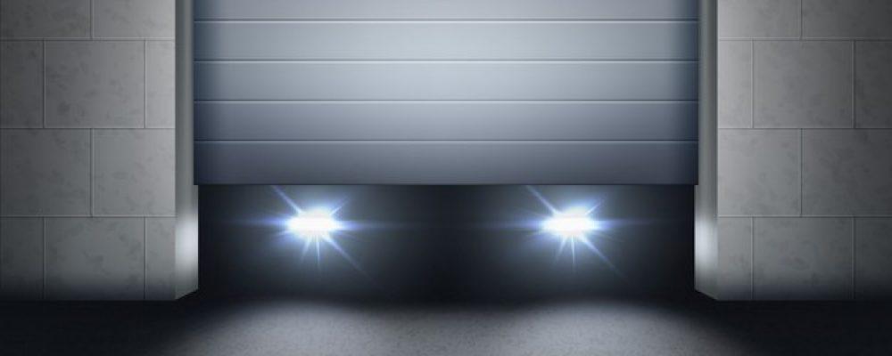 abrindo-veneziana-e-farois-de-carro-dentro-da-garagem-e-luz-no-asfalto_212889-4403